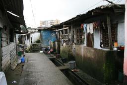Ruelle de Bessengue à Douala. Source : http://data.abuledu.org/URI/52daf3a2-ruelle-de-bessengue-a-douala