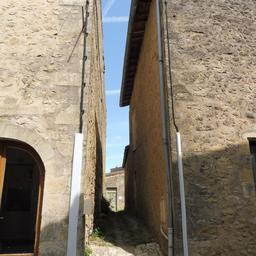 Ruelle de Saint-Macaire-33. Source : http://data.abuledu.org/URI/599a9a4c-ruelle-de-saint-macaire-33