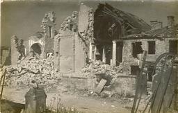 Ruines de l'église d'Ornes pendant la première guerre mondiale. Source : http://data.abuledu.org/URI/5432bca3-ruines-de-l-eglise-d-ornes-pendant-la-premiere-guerre-mondiale