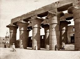 Ruines du temple de Louxor à Karnak en 1858. Source : http://data.abuledu.org/URI/5946a963-ruines-du-temple-de-louxor-a-karnak-en-1858