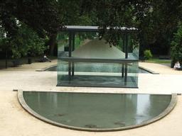 Sablier géant du Parc de Tessé. Source : http://data.abuledu.org/URI/524c73cd-sablier-geant-du-parc-de-tesse