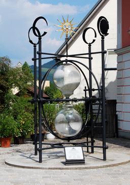 Sablier géant en Autriche. Source : http://data.abuledu.org/URI/524c7189-sablier-geant-en-autriche