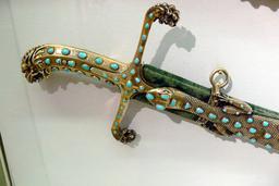 Sabre ottoman au lézard. Source : http://data.abuledu.org/URI/535cdb6f-sabre-ottoman-au-lezard-