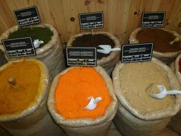 Sacs d'épices en Espagne. Source : http://data.abuledu.org/URI/55de32d5-sacs-d-epices-en-espagne