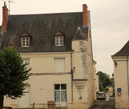 Saint-Épain, maison ancienne avec échauguette. Source : http://data.abuledu.org/URI/55dd88d9-saint-epain-maison-ancienne-avec-echauguette