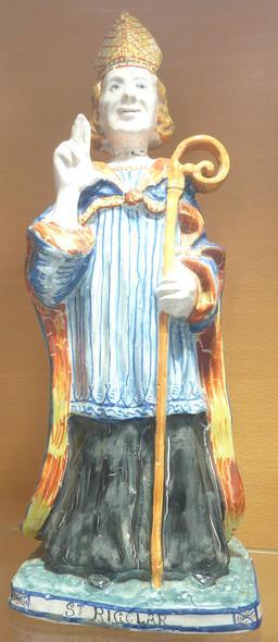 Saint Rigolar en faïence de Locmaria. Source : http://data.abuledu.org/URI/58585e3b-saint-rigolar-en-faience-de-locmaria