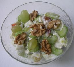Salade Waldorf. Source : http://data.abuledu.org/URI/53173229-salade-waldorf
