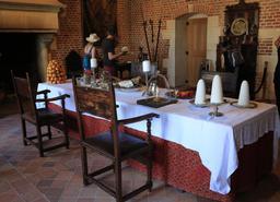 Salle à manger du Clos Lucé. Source : http://data.abuledu.org/URI/55cce2dc-salle-a-manger-du-clos-luce