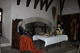 Salle à manger médiévale. Source : http://data.abuledu.org/URI/54b833ce-salle-a-manger-medievale