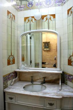 Salle de bain du Pavillon Chinois de Laeken. Source : http://data.abuledu.org/URI/535c1875-salle-de-bain-du-pavillon-chinois-de-laeken