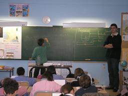 Salle de classe. Source : http://data.abuledu.org/URI/5210fe98-salle-de-classe