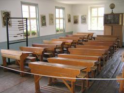 Salle de classe en Allemagne en 1830. Source : http://data.abuledu.org/URI/533c939e-salle-de-classe-en-allemagne-en-1830