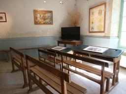 Salle de classe rurale d'antan. Source : http://data.abuledu.org/URI/55be1be6-salle-de-classe-rurale-d-antan