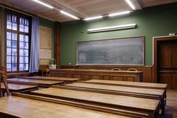 Salle de classe vide à l'École Nationale des Chartes. Source : http://data.abuledu.org/URI/53e8f2d1-salle-de-classe-vide-a-l-ecole-nationale-des-chartes