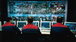 Salle de contrôle d'une usine d'incinération. Source : http://data.abuledu.org/URI/510ea04e-salle-de-controle-d-une-usine-d-incineration