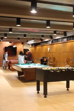 Salle de jeux. Source : http://data.abuledu.org/URI/53cc2d92-salle-de-jeux