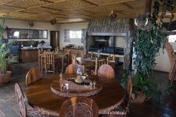 Salle de restaurant en Namibie. Source : http://data.abuledu.org/URI/52d95ce0-salle-de-restaurant-en-namibie