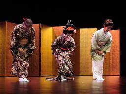 Salut japonais. Source : http://data.abuledu.org/URI/5339d66a-salut-japonais