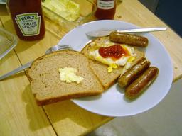Sandwich de saucisses. Source : http://data.abuledu.org/URI/536bb134-sandwich-de-saucisses