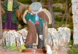Santon de Provence dans le Mistral. Source : http://data.abuledu.org/URI/51c92948-santon-de-provence-dans-le-mistral