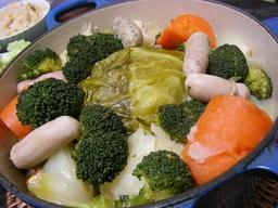 Saucisses aux légumes. Source : http://data.abuledu.org/URI/51a639c7-saucisses-aux-legumes
