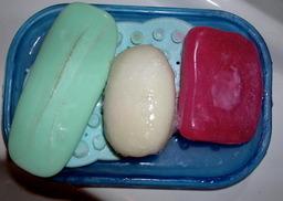 Savon de trois couleurs. Source : http://data.abuledu.org/URI/50199903-savon-de-trois-couleurs