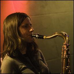 Saxophoniste. Source : http://data.abuledu.org/URI/5395dd7b-saxophoniste