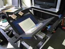 Scanner de livre à Internet Archive. Source : http://data.abuledu.org/URI/56776349-scanner-de-livre-a-internet-archive