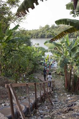 Scénographie urbaine à Douala. Source : http://data.abuledu.org/URI/52dad7e8-scenographie-urbaine-a-douala