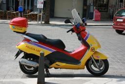 Scooter de police en Espagne. Source : http://data.abuledu.org/URI/58e6b35b-scooter-de-police-en-espagne