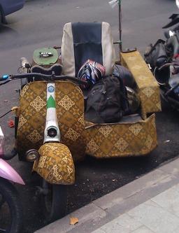 Scooter style Bali. Source : http://data.abuledu.org/URI/58e6abb6-scooter-style-bali