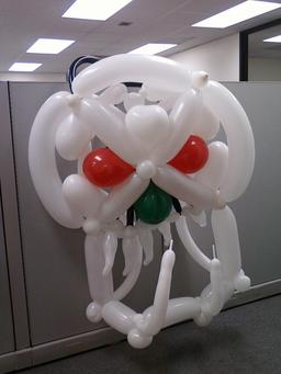 Sculpture de ballons pour Halloween. Source : http://data.abuledu.org/URI/5314df13-sculpture-de-ballons-pour-halloween