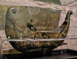 Sculpture de barque au musée de Dijon. Source : http://data.abuledu.org/URI/56cf9352-sculpture-de-barque-au-musee-de-dijon