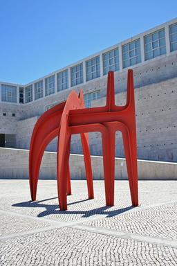 Sculpture de Calder à Lisbonne. Source : http://data.abuledu.org/URI/541ee9b9-sculpture-de-calder-a-lisbonne