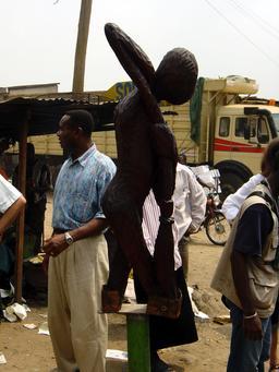 Sculpture de Joël à Douala. Source : http://data.abuledu.org/URI/52dac303-sculpture-de-joel-a-douala