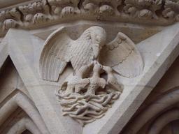 Sculpture de pélican avec ses petits au nid. Source : http://data.abuledu.org/URI/52d56b03-sculpture-de-pelican-avec-ses-petits-au-nid