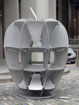 Sculpture de pomme métallique. Source : http://data.abuledu.org/URI/56548f5c-sculpture-de-pomme-metallique