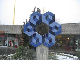 Sculpture de Vasarely à Budapest. Source : http://data.abuledu.org/URI/53860e30-sculpture-de-vasarely-a-budapest
