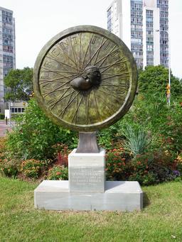 Sculpture en hommage à Laurent Fignon à Créteil. Source : http://data.abuledu.org/URI/53dfb660-sculpture-en-hommage-a-laurent-fignon-a-creteil