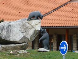 Sculptures d'ours. Source : http://data.abuledu.org/URI/516f9dc3-sculptures-d-ours