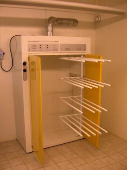 Sèche-linge. Source : http://data.abuledu.org/URI/5101b36c-seche-linge