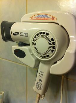 Séchoir à cheveux dans un hôtel à Séoul. Source : http://data.abuledu.org/URI/53329f56-sechoir-a-cheveux-dans-un-hotel
