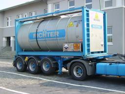 Semi-remorque pour conteneur de 10 pieds. Source : http://data.abuledu.org/URI/51168316-semi-remorque-pour-conteneur-de-10-pieds