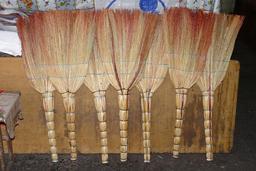 Sept balais. Source : http://data.abuledu.org/URI/53135f70-sept-balais-