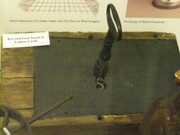 Serrure et clé médiévales. Source : http://data.abuledu.org/URI/53307688-serrure-et-cle-medievales