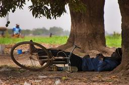 Sieste à Ouagadougou. Source : http://data.abuledu.org/URI/52d06f12-sieste-a-ouagadougou