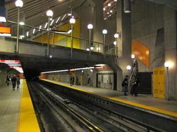 Signalisation dans le métro de Montréal. Source : http://data.abuledu.org/URI/597850a8-signalisation-dans-le-metro-de-montreal