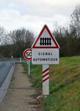 Signalisation de passage à niveau. Source : http://data.abuledu.org/URI/538e6186-signalisation-de-passage-a-niveau