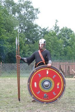 Soldat romain du IIIeme siècle. Source : http://data.abuledu.org/URI/501af39c-soldat-romain-du-iiieme-siecle