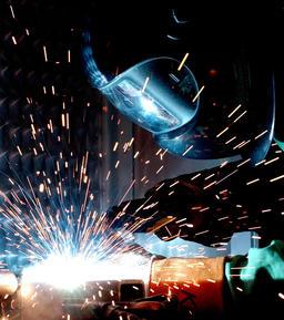 Soudage à l'arc. Source : http://data.abuledu.org/URI/503a2471-gmaw-welding-af-ncs-jpg